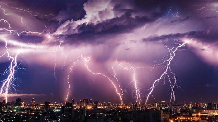 Waspada Cuaca Ekstrem di 25 Provinsi Peringatan Dini BMKG Senin 28 Desember 2020