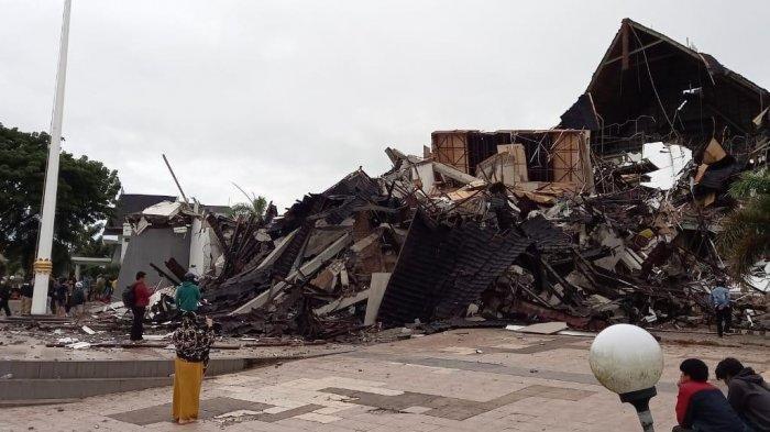 Petugas Sebut Masih Hidup Kondisi Terkini 2 Korban yang Terjebak di Kantor Gubernur Sulbar